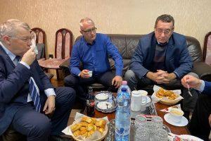 Polgármesterek társalgása Ecséden
